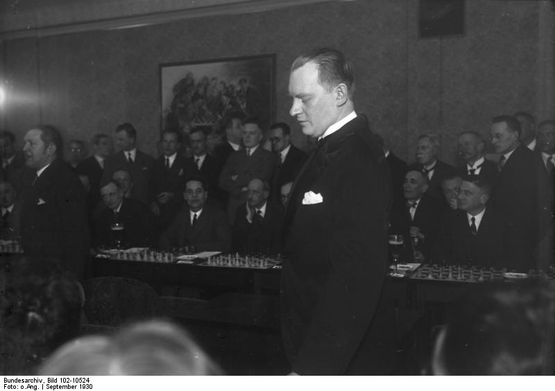 bundesarchiv_bild_102-10524_alexander_aljechin in berlin 1930